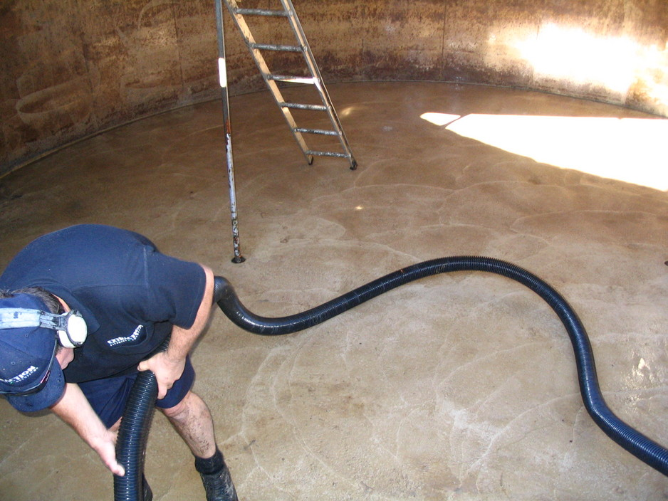 water-tank-cleaning-extraction-cleaning-solutions-lancefield-outdoor-home-improvement-7bf5-938x704